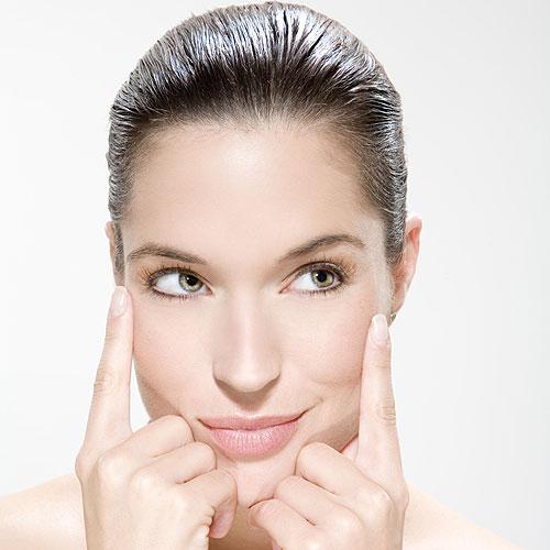 El truco del día: un masaje facial para sacar partido a tus cremas