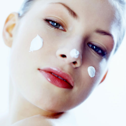 'Tips' de belleza: ¿necesitan las pieles grasas usar crema hidratante?