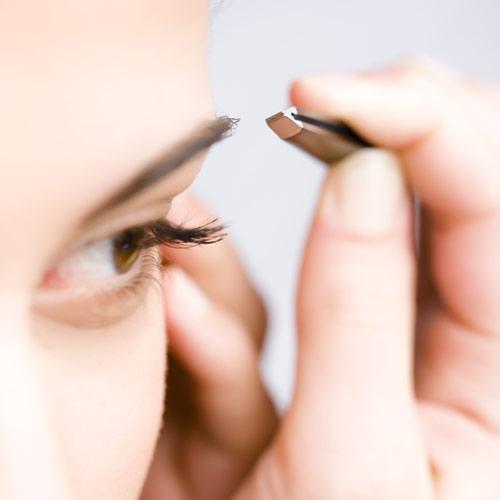 ¿Sabes cuál es el mejor momento del día para depilarse las cejas?