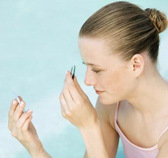¿Sabes cómo depilar bien tus cejas?