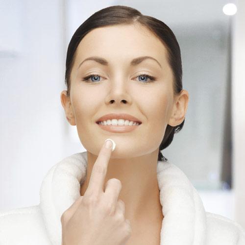 Contorno de ojos, sérum, hidratante... ¿Qué cosmético has de aplicar antes?