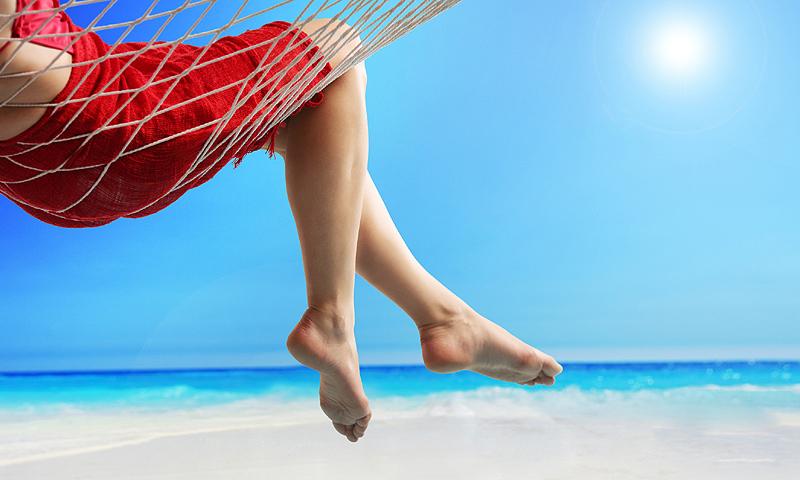 Cuidados en verano, ¿cómo evitar la hinchazón de los pies?