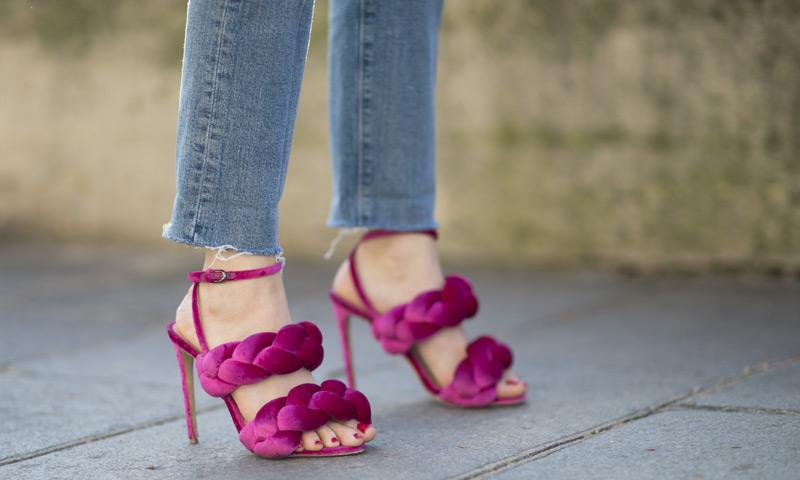 Con sandalias o en la playa, guía exprés sobre cómo embellecer tus pies