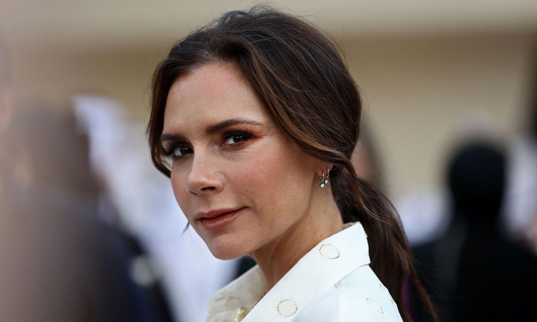 Victoria Beckham, otra 'celebrity' rendida a las máscaras LED: ¿cuál es su efecto?