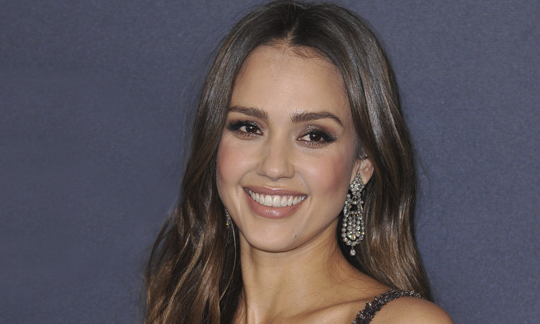 Los 5 claves para tener una piel bonita y joven que sigue Jessica Alba