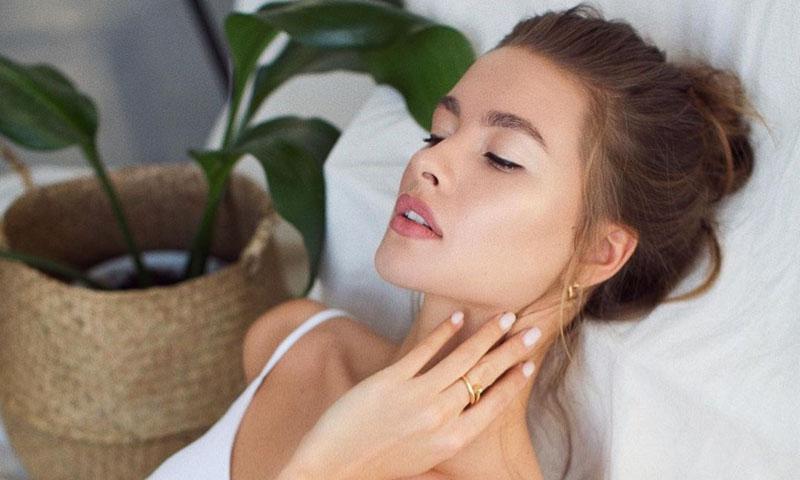 El poder de los cosméticos que transforman tu piel a la una de la madrugada