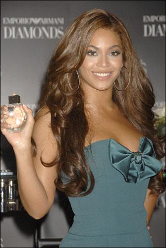 Beyoncé, radiante en su debut como embajadora de Armani