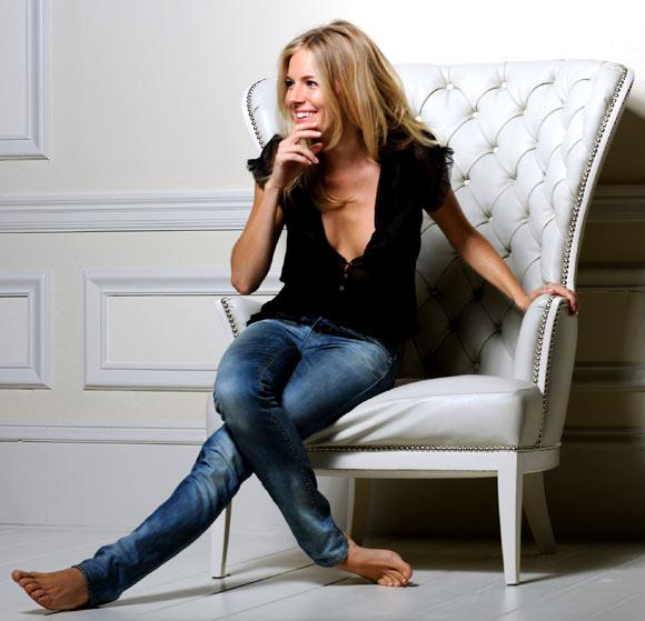 Sienna Miller, la cara más alegre de un nuevo aroma