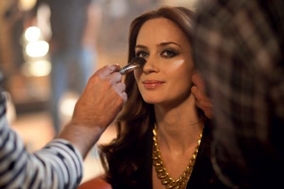 ¿Quieres ver las imágenes de Emily Blunt en el 'making of' de la campaña de un perfume?