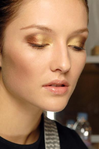Maquillaje dorado: un toque de magia en tu mirada