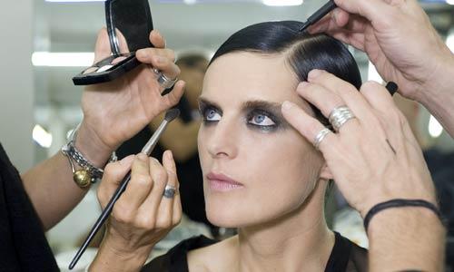 En el 'backstage': ¿quieres ver un adelanto de las tendencias de maquillaje de Chanel para la primavera?