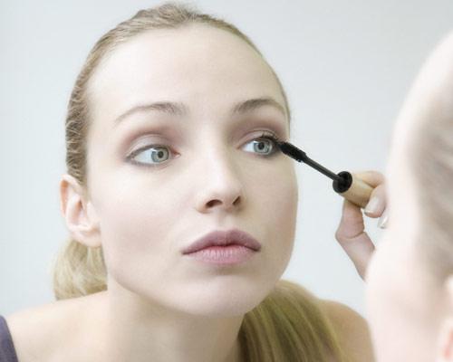 'Tips' de belleza: cómo disimular unos ojos saltones