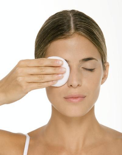 'Tips' de belleza: cuatro claves para desmaquillar bien los ojos