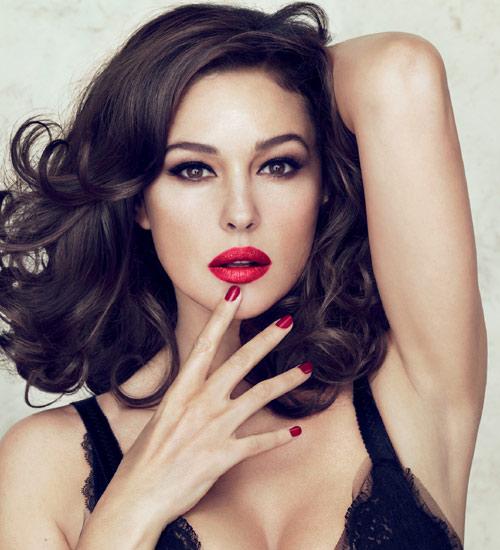 """Mónica Bellucci: """"La barra de labios es el arma más importante en el neceser de maquillaje de cualquier mujer"""""""