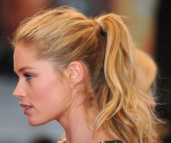 short hair tied up styles irina shayk charlize theron sof 237 a vergara las 3293 | coletas doutzen kroes 1 a