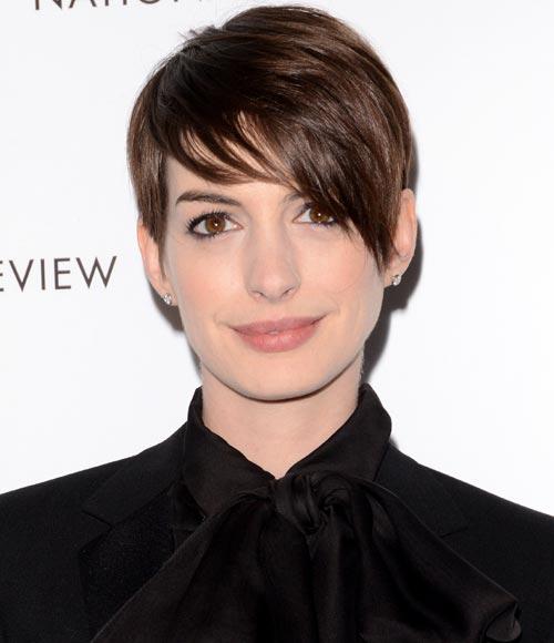 Anne Hathaway Long Bob: El 'look' De Anne Hathaway Convence A Nuestros Internautas