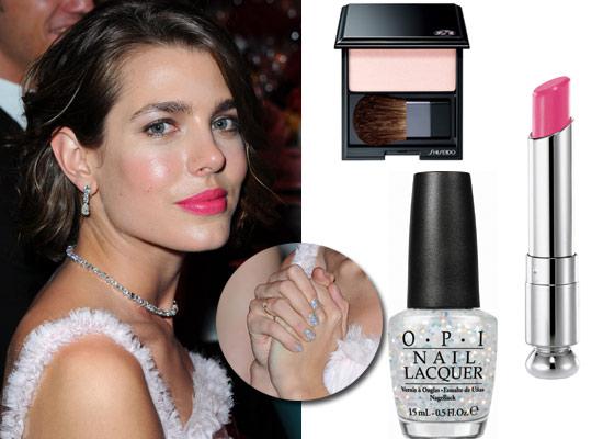 Original manicura, labios rosas... ¿Te gustó el 'beauty look' de Carlota Casiraghi en el Baile de la Rosa?