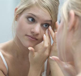 '¿Qué precauciones tengo que tener al maquillarme si uso lentillas?'
