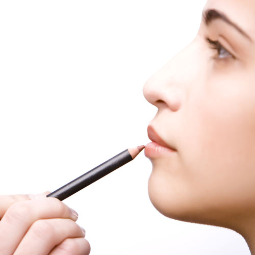 'Tips' de belleza: ¿Cómo maquillo los labios caídos?