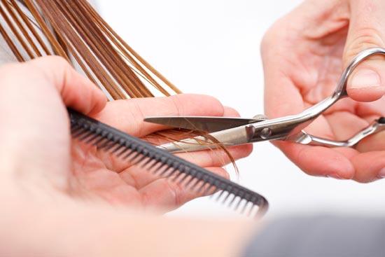 Resultado de imagen para cortando cabello