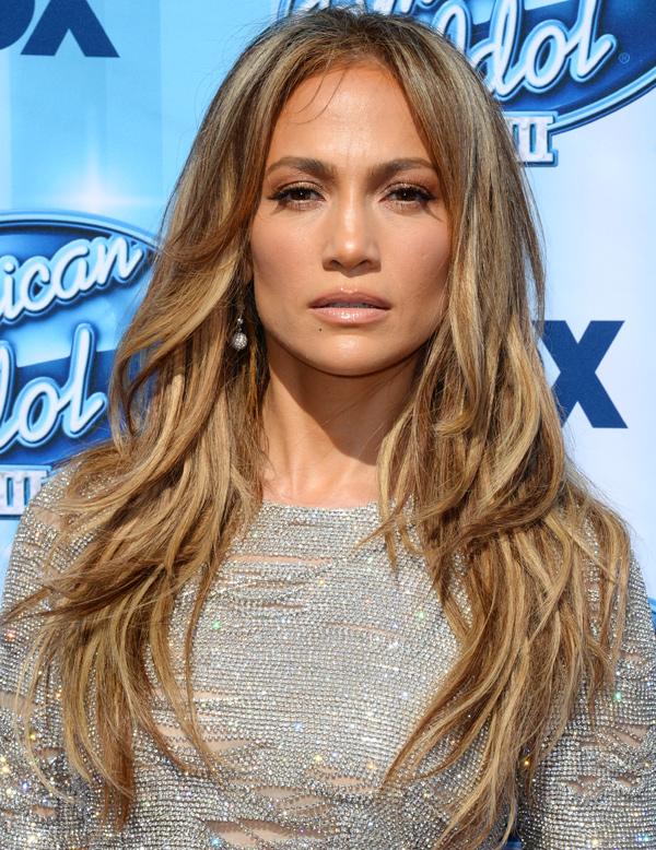 Jennifer López convence a los lectores de hola.com con su 'look' más icónico