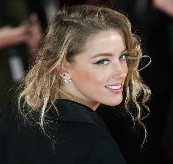 Natural de día, sexy de noche: las dos caras de Amber Heard