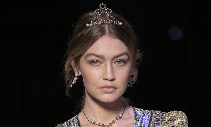Lazos, diademas, broches... Princesas del siglo XXI