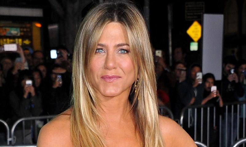 Esta original trenza de Jennifer Aniston te convertirá en la invitada perfecta