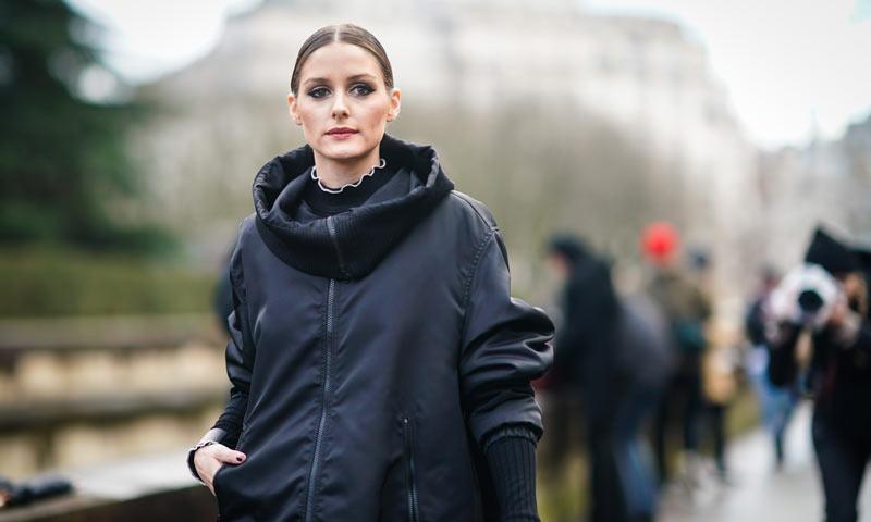 Olivia Palermo y su coleta minimalista, el peinado que mejor funciona con toda su ropa