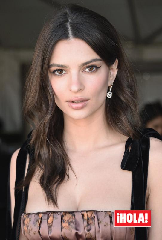 Emily Ratajkowski logra que el maquillaje dure mucho más con este truco