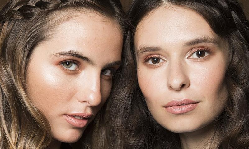 Tendencias de maquillaje 2019: llegan los iluminadores de gelatina