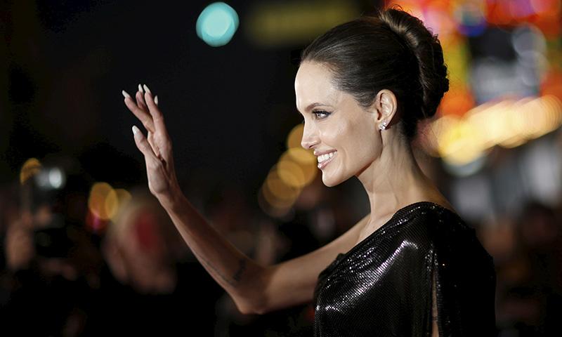 Angelina Jolie o cuando el moño italiano vuelve a ser un peinado de tendencia