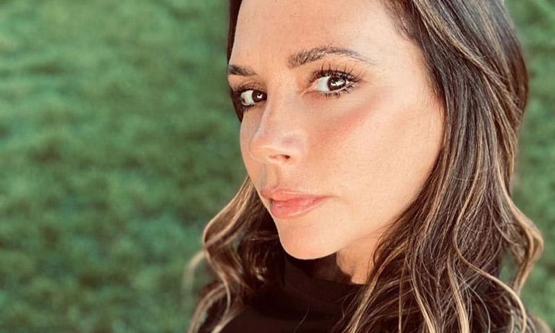 Victoria Beckham estrena la manicura del verano que ya adelantó Paula Echevarría