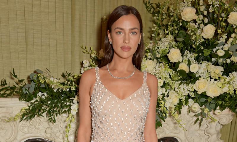 El truco de maquillaje 'efecto lifting' con el que conseguir el look natural de Irina Shayk
