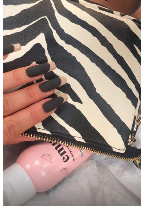 La manicura francesa bicolor de Kylie Jenner que triunfa