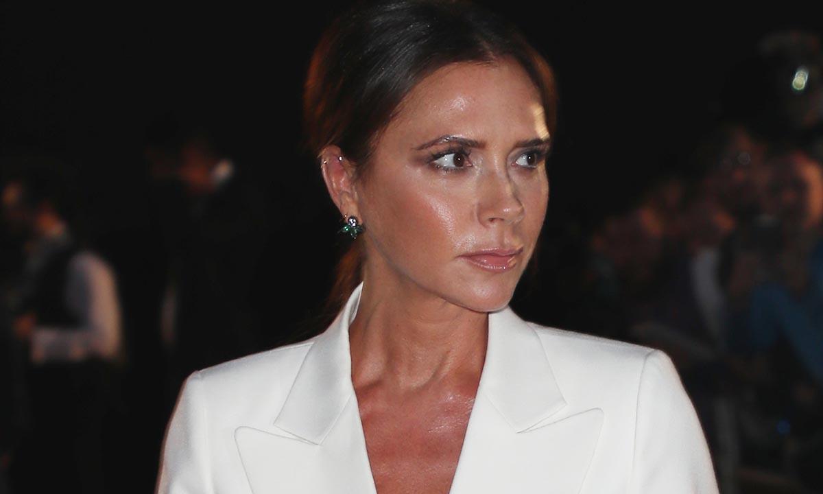 Victoria Beckham se apunta a la manicura de Eva González que potencia el bronceado