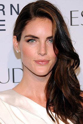 The 29-year old daughter of father (?) and mother(?), 180 cm tall Hilary Rhoda in 2017 photo