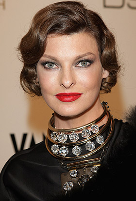 Linda Evangelista earned a  million dollar salary, leaving the net worth at 18 million in 2017