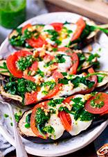 Berenjenas rellenas de mozzarella, tomate y espinacas