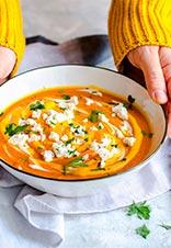Crema de calabaza al curry con queso de cabra