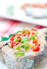Merluza al vapor con picadillo de verduras