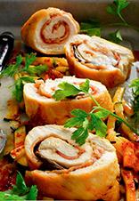 Muslos de pollo rellenos de setas y beicon con calabacín