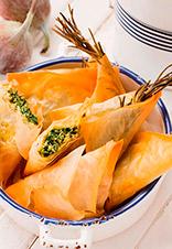 Samosas de queso feta, higos y espinacas