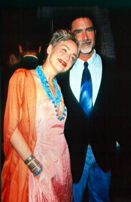 El marido de Sharon Stone, Phil Bronstein, atacado por un dragón