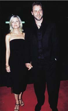 Russell Crowe le pide a su ex novia que le acompañe durante la gira de su grupo de rock