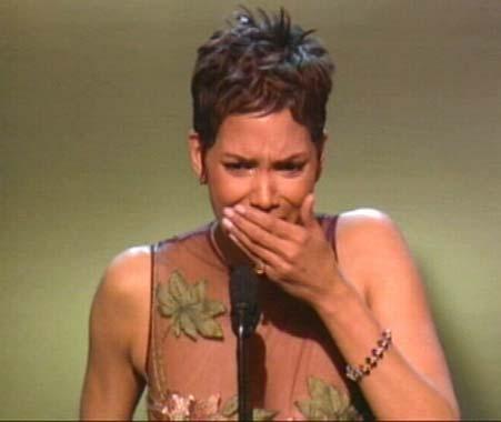 Denzel Washington y Halle Berry, grandes triunfadores de los Oscar