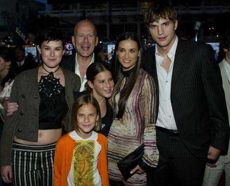 Demi Moore y sus tres hijos se van a vivir con Ashton Kutcher