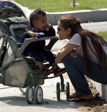 Maddox, el hijo de dos años de Angelina Jolie, a lo 'mohicano'