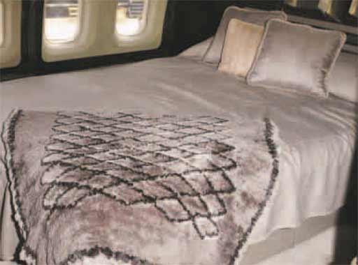 John Travolta se compra una mansión con hangares para sus aviones