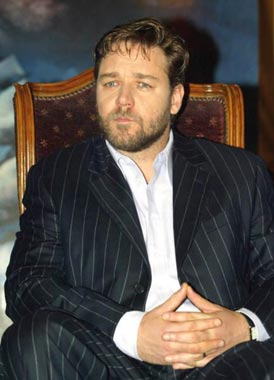 Russell Crowe se lesiona interpretando a su nuevo personaje